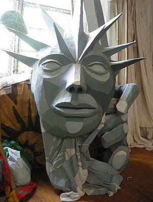 statue of liberty puppet head