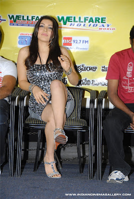 indian hansika showing panty