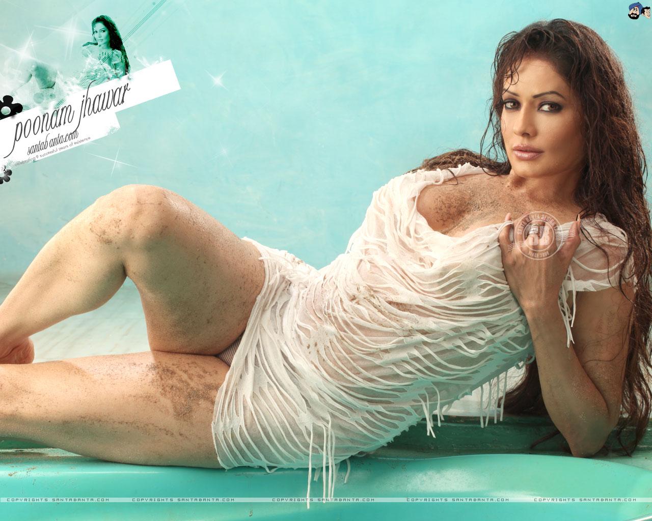 Bollywood Actress Panty Visible