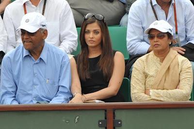 Aishwarya Rai Hands on lower at tighs