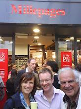 """19 juin 2009, à l'inauguration de la nouvelle librairie """"Mille Pages"""", rue de Fontenay"""