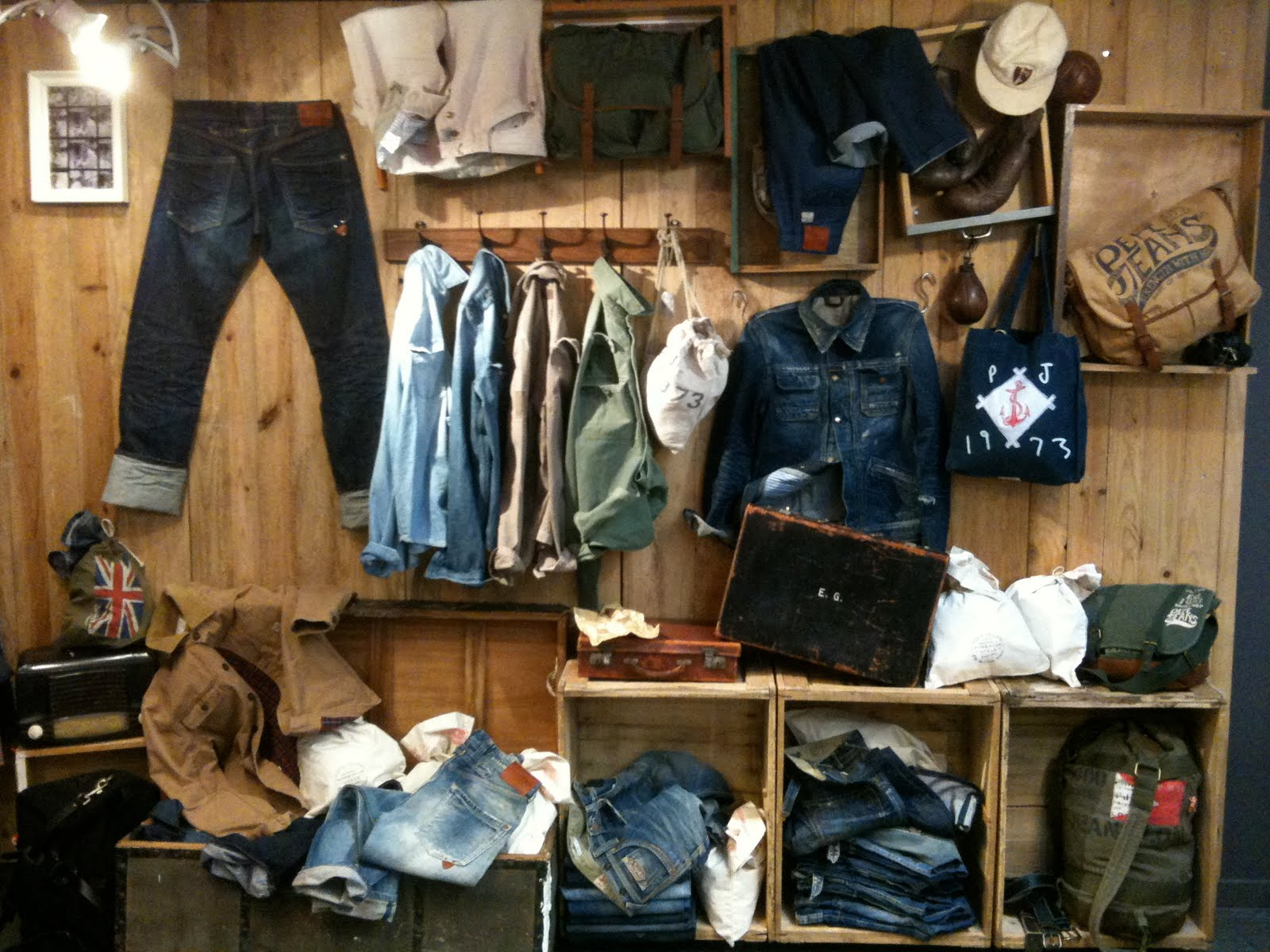 Pepe jeans london old look for new heritage showroom - Pepe jeans showroom ...
