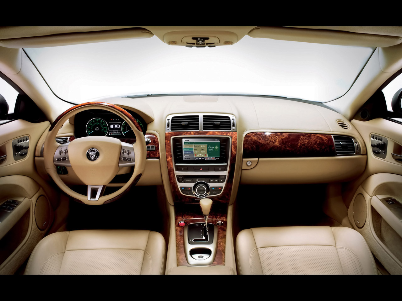 http://2.bp.blogspot.com/_bqUFmud0syE/TAd-BPGkAuI/AAAAAAAAAac/CzoXMrUeZ88/s1600/2007-Jaguar-XK-Interior-1280x960.jpg