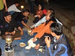 Makan durian padang di Jambi
