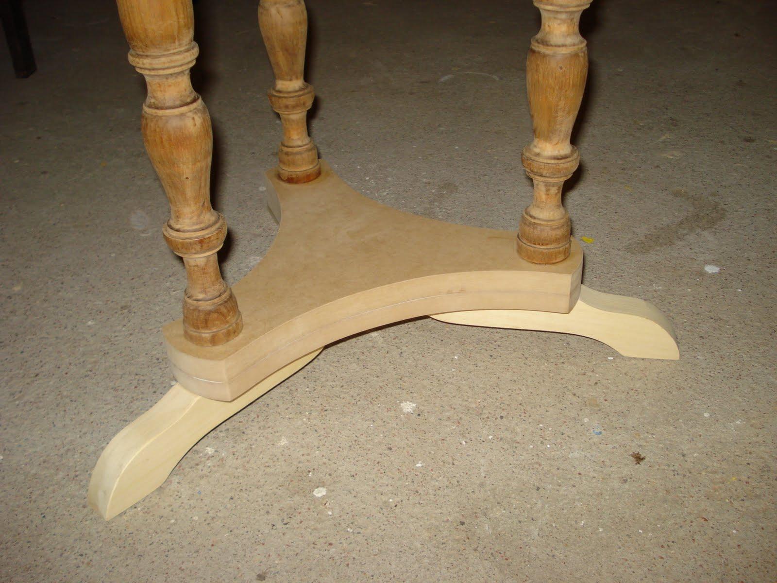 de Móveis de Época : Mesa antiga em madeira de Pinheiro #A07E2B 1600x1200