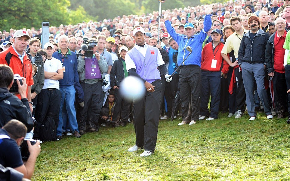 http://2.bp.blogspot.com/_bstXBEDnG9w/TKp1-5A6eUI/AAAAAAAADpc/5ZienCuvXo8/s1600/Tiger+Woods+Hits+Cameraman+Ryder+Cup+high+res.jpg