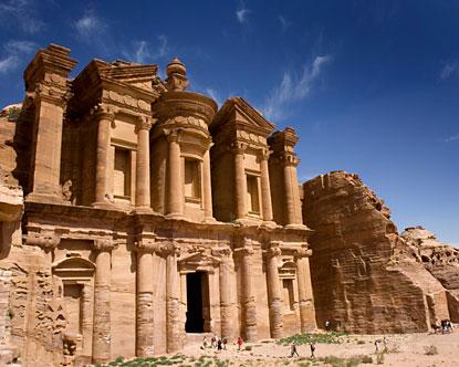 أشهر الأماكن السياحية والأثرية في Petra.jpg