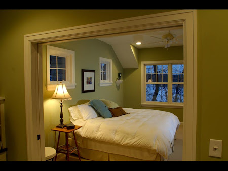 Spacious Sleeping Nook or Tight Bedroom?