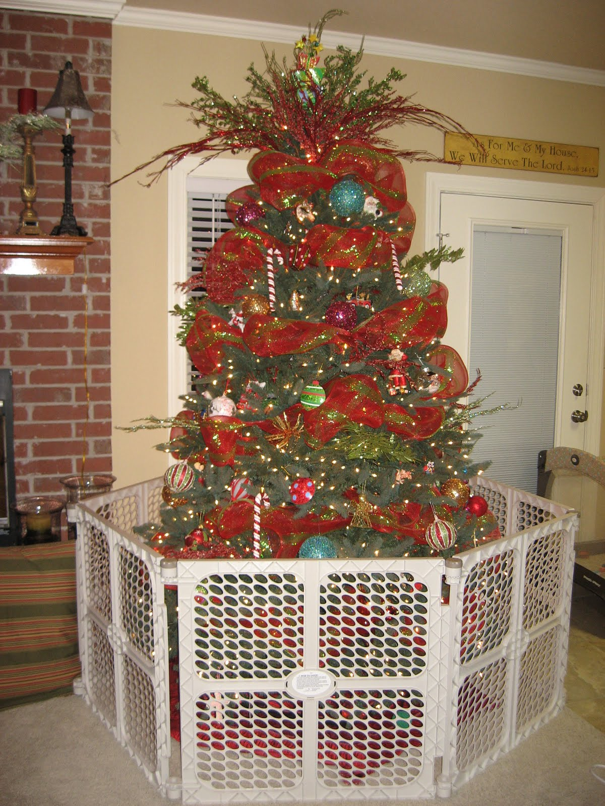 o christmas tree - How To Decorate A Christmas Tree With Deco Mesh