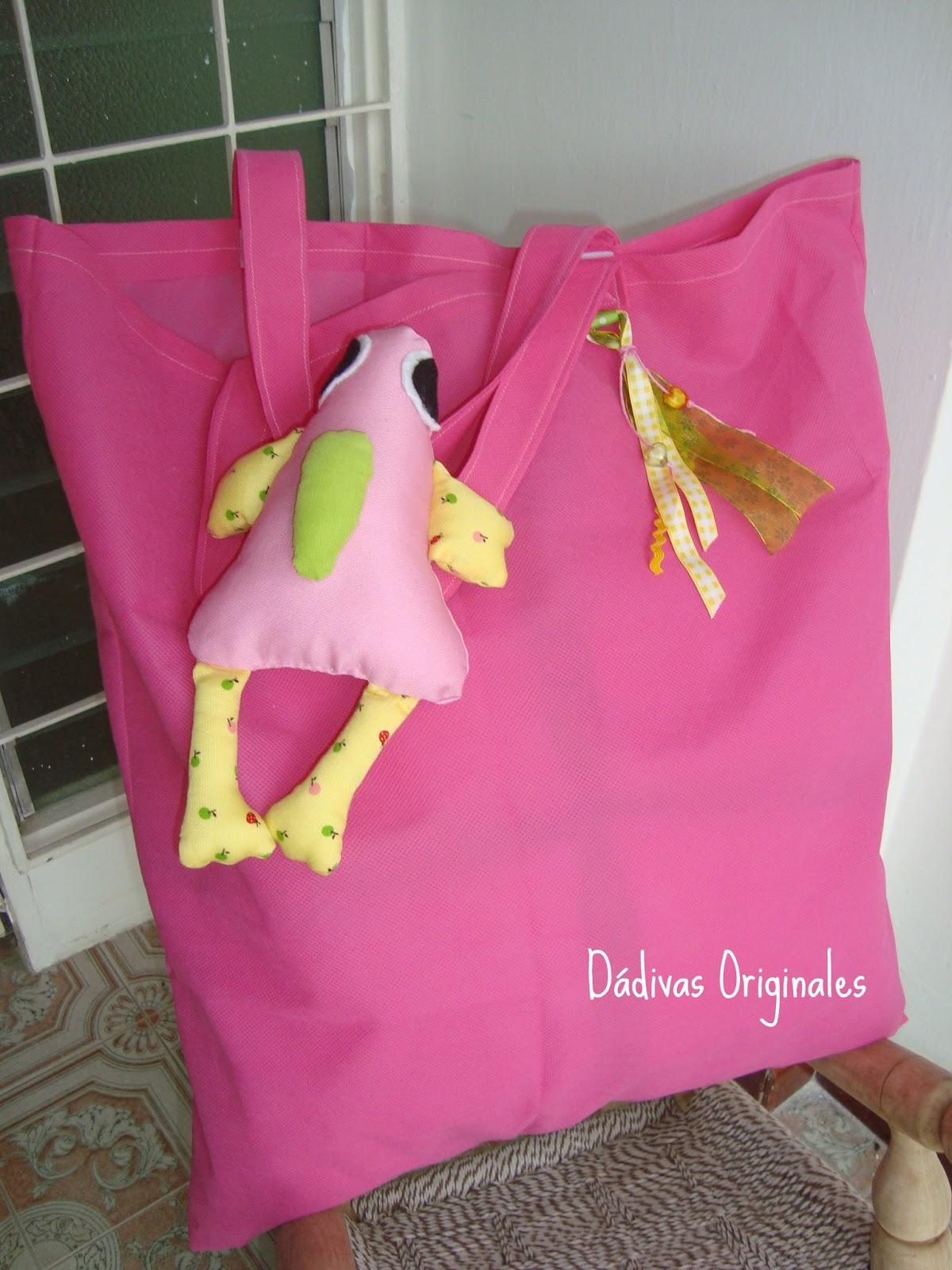 Juego almohad n con bolsa para ropa sucia d divas for Bolsas para guardar ropa