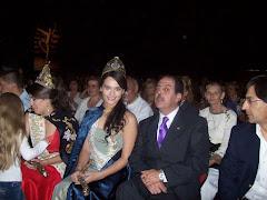 Representante de Martina di Trento, junto a las Reinas Vendimiales en el Mega-Desfile Otoño 2008 -