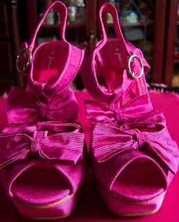 Matlan pink bow platforms