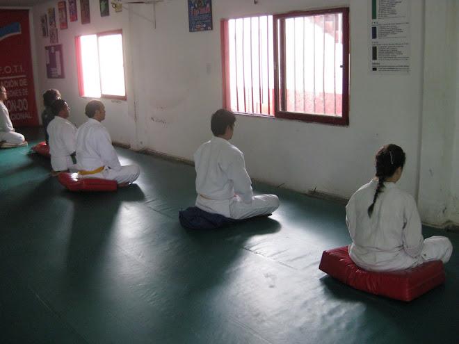 Practica de ZAZEN en el 4º Encuentro