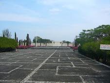 Mausoleo a lo lejos