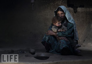 ....dari Detik tahun 2009 :: Mother and Son, Afghan Addicts