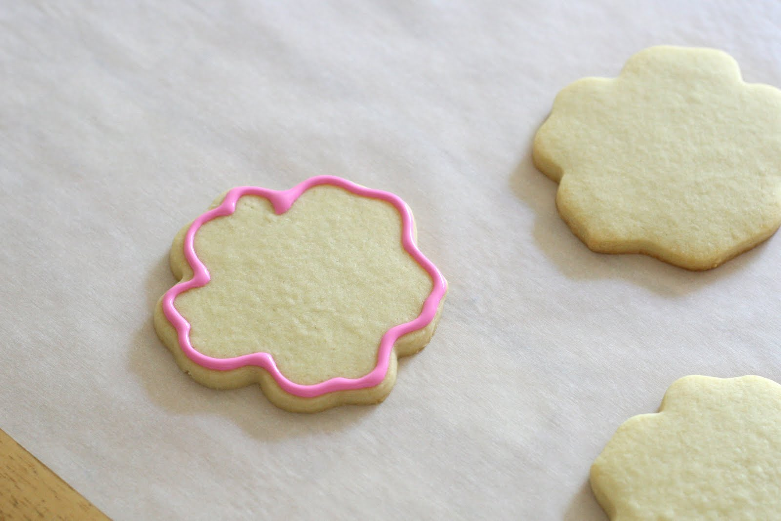 Cookie decorating how to make pretty hibiscus cookies glorious treats cookie decorating how to make pretty hibiscus cookies izmirmasajfo
