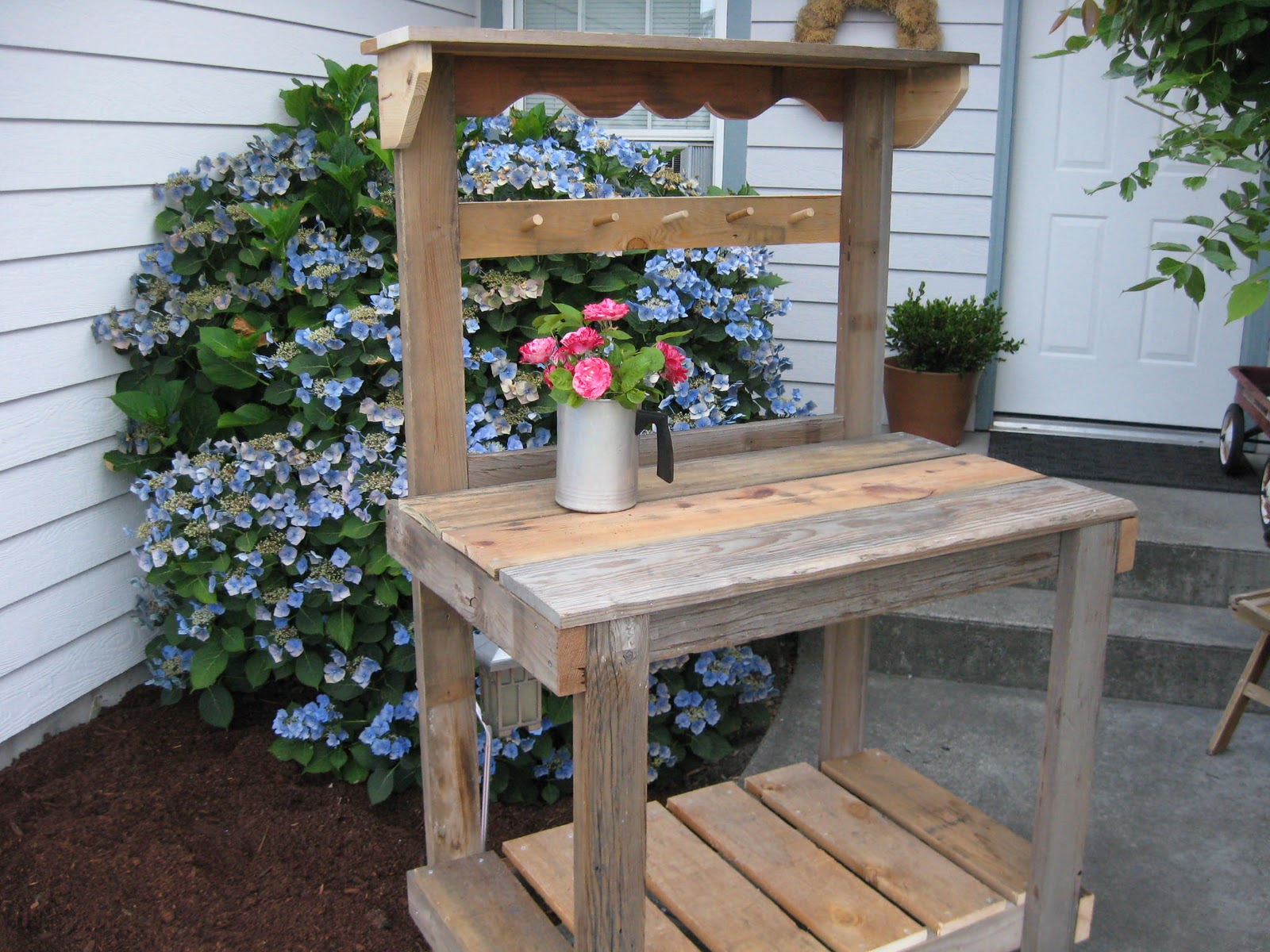 Dream Garden Woodworks Rustic Potting Bench