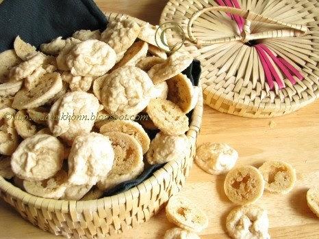... Kichu Khonn: Bori / Wadi / Mungaudi / Sundried Lentil Dumplings