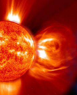 http://2.bp.blogspot.com/_c1QEcKZ551I/TLL0oZORdWI/AAAAAAAAACw/bzkC_633_ZI/s1600/badai+matahari.jpg