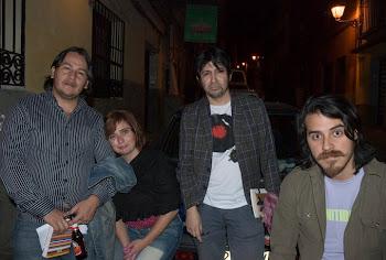En sala triangulo con amigos poetas (Madrid)