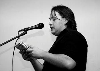 Recitando poesías en Bar Calvarios