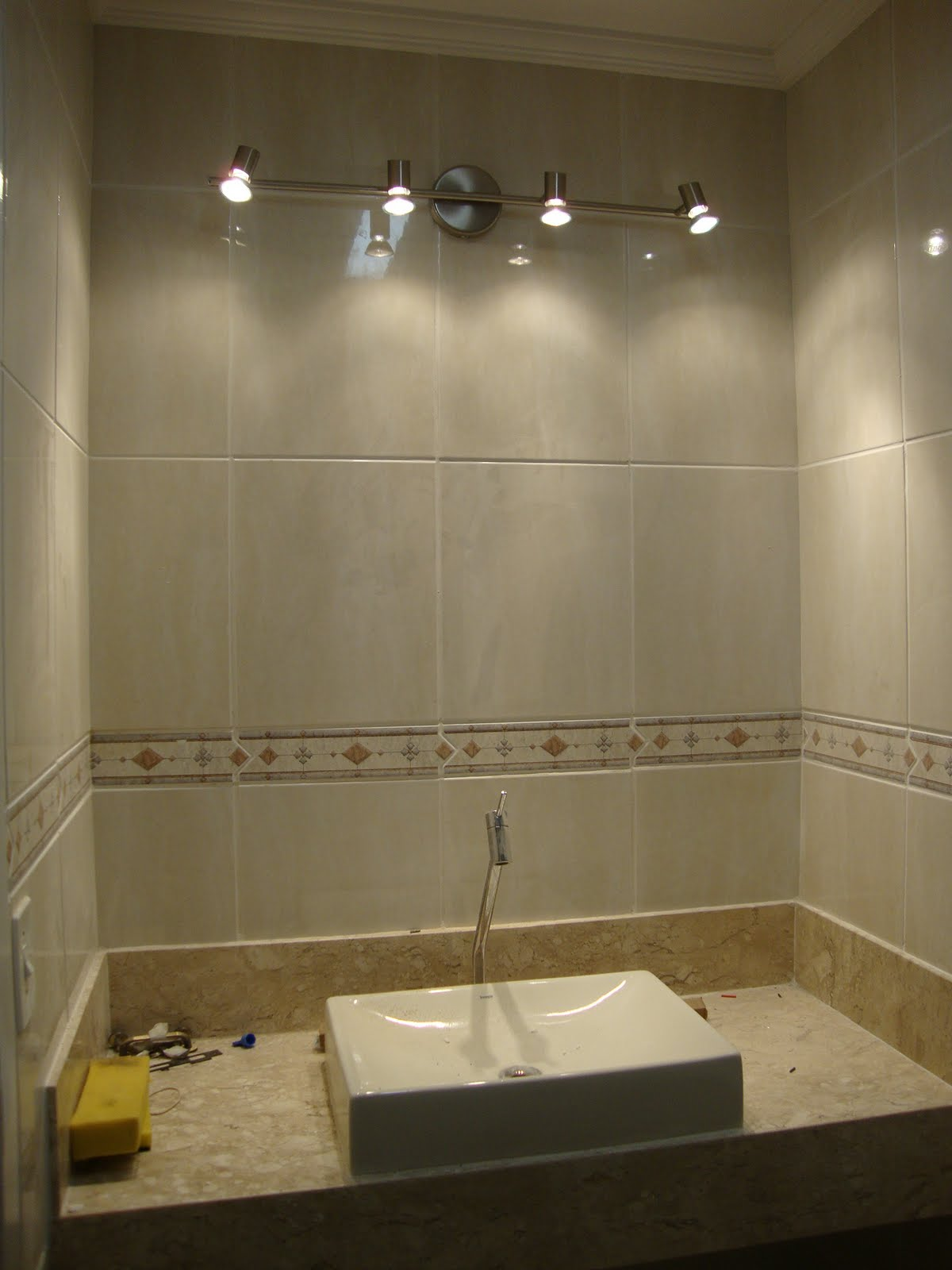 de banheiro leroy merlin:Ai embaixo é o paflon de embutir do banheiro  #876C44 1200 1600