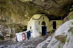 εκλησακι στο σπηλαιο μονης Αγ.Διονυσιου
