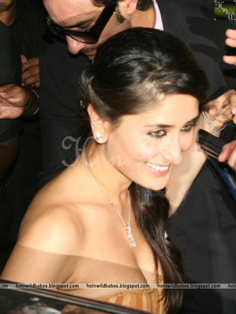 Images Of Bar Rafaelis Kareena Kapoor Boobs Popped Out Her Clothes