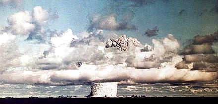 [AtomicBomb-CodeNameBaker-BikiniAtoll-HeightMinus90FeetUnderwaterBurst-21kilotonsYield-19460723-083500-US-MilitaryPhoto-02.jpg]