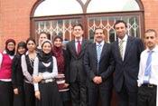وزير الخارجية البريطاني يزور عمرو خالد في انجلترا ويشيد بمؤسسته التطوعية