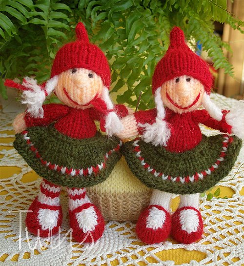 Knitting Patterns Christmas Toys : Knitted Toys: Christmas Gnome Knitted Dolls