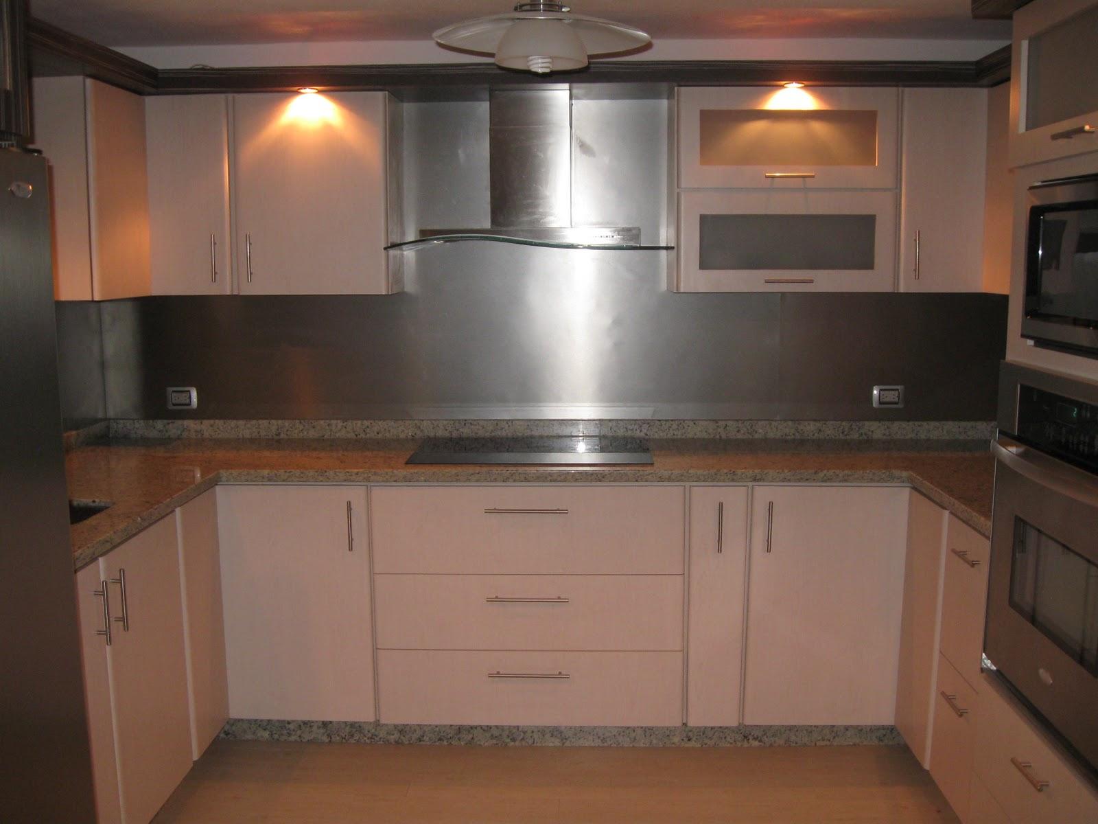 Cocina laminado zebra maple claro cocinas mobiliarios for Cocinas integrales bogota sur