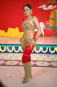 ACTRESS BOOB SHOW: hot navel show and armpit show of farzana, nipple