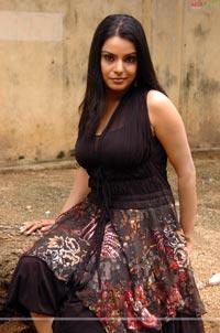 actress boob show masala booby girl priyanka