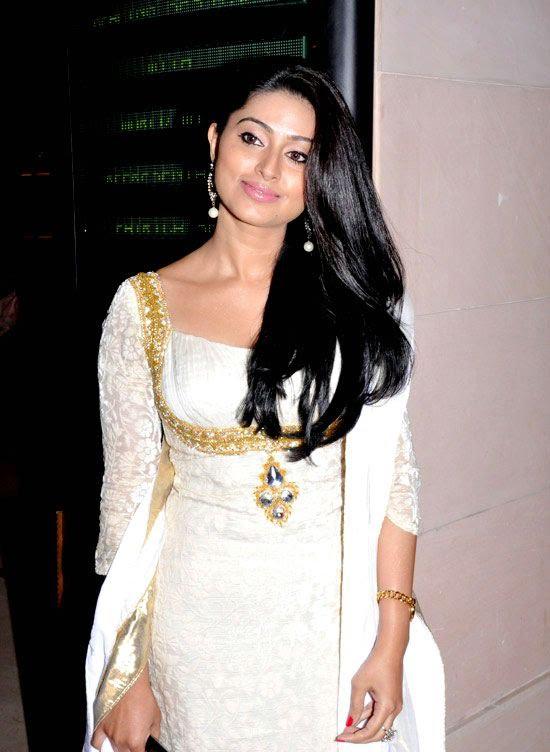 Cute Sneha in White Churidar Salwar Kameez, Latest Designer Salwar Kameez latest photos