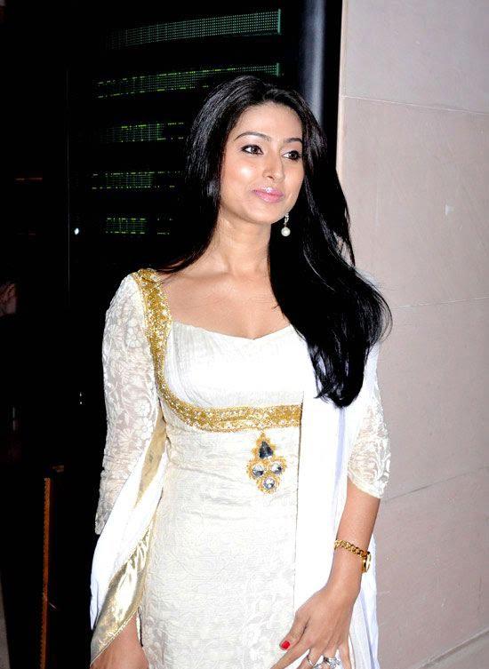 Cute Sneha in White Churidar Salwar Kameez, Latest Designer Salwar Kameez images