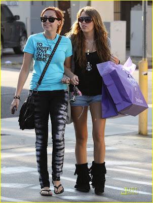 Me enamore de mi primo :S (Nick,Joe y tu) Miley-cyrus-brandi-cyrus-royal-dutchess-15