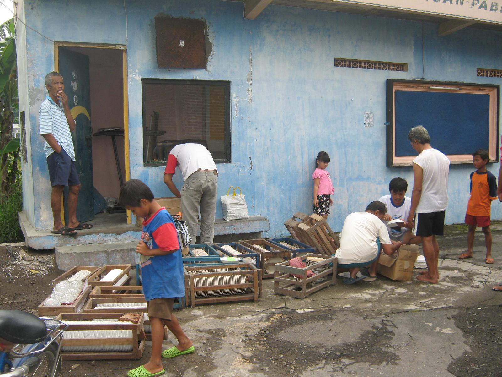 Kampoeng Jembangan: Kerja Bakti Bersih-Bersih Gudang Inventaris