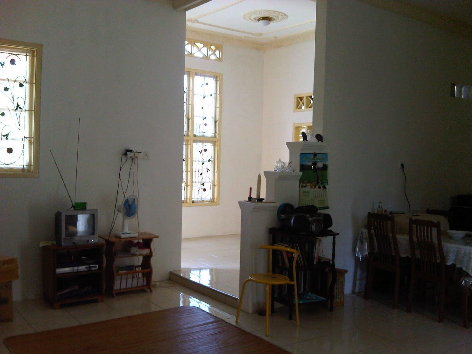 Ruang tamu dan ruang keluarga