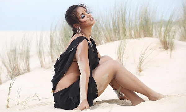 Neetu Chandra Spicy Pics big boobs show