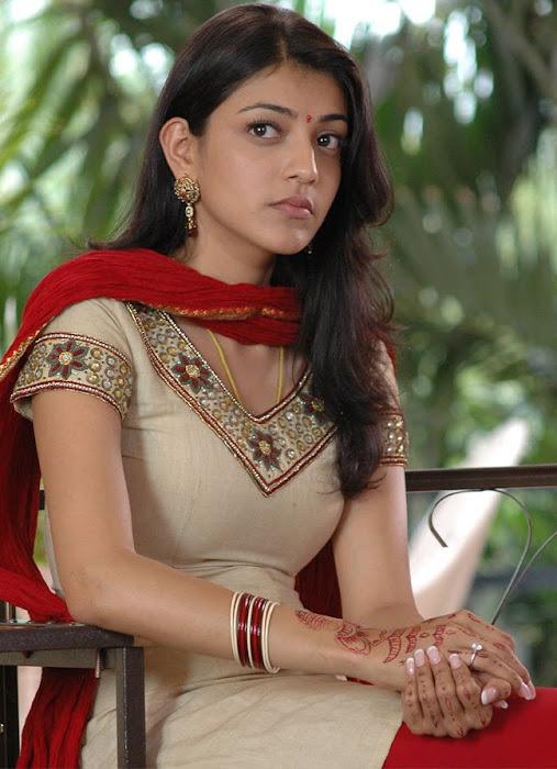 kajal agarwal looking from aarya hot images