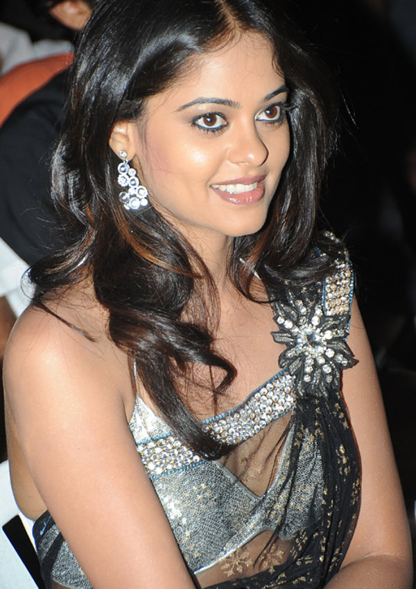 Bindhu Madhavi Hot Pics in Black Saree