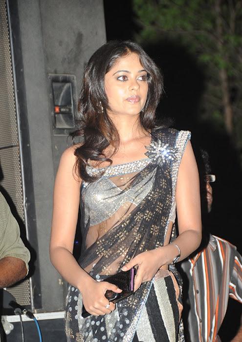 more bindhu madhavi in trasparent saree hot images