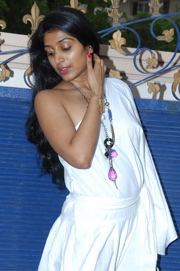 padma priya latest new hot stills