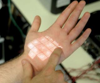 O sistema Skinput detecta os sons em baixa frequencia das batidas na pele.