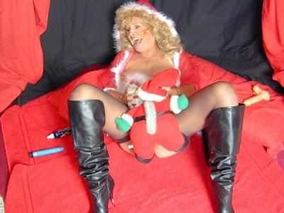Sexy GILF in Santa Suit