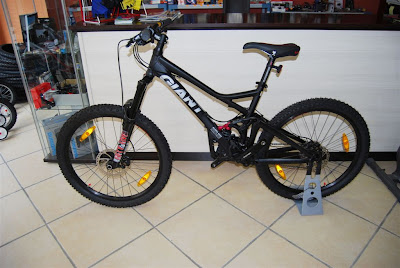 2009 Giant Reign 2 Specifications http://cotan-dh.blogspot.com/2009/07/ofertas-bicis-2009.html