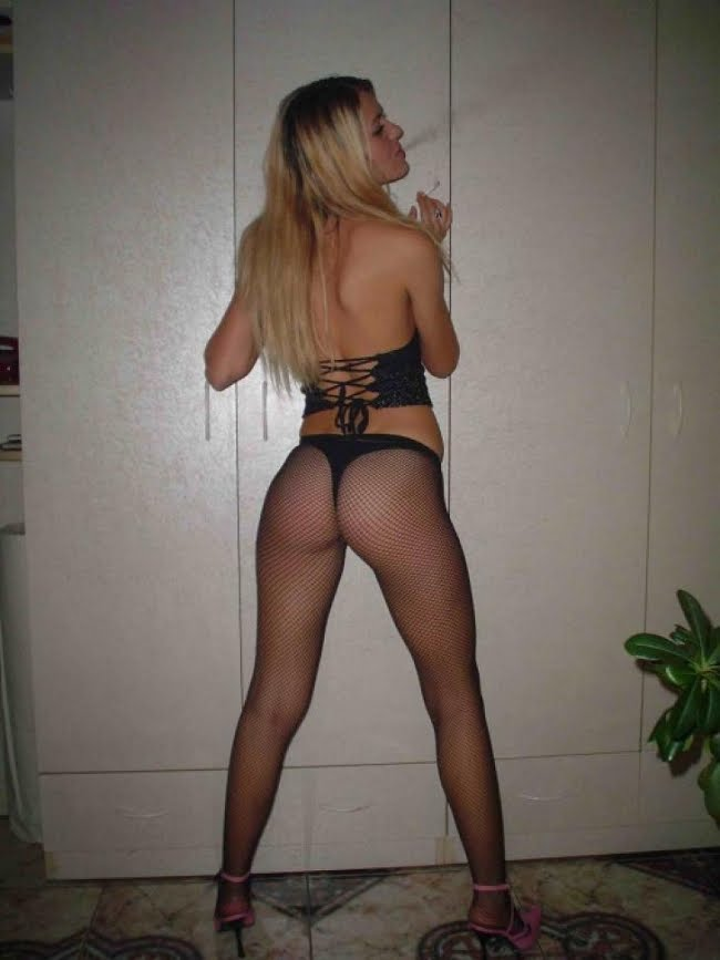 Pictureshare: Amateur Girls Modeling Thongs