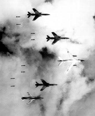 guerre du vietnam - Page 2 Bombing_in_Vietnam