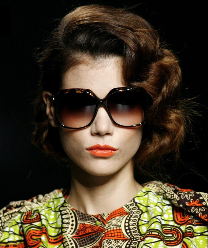 Juanjo Oliva spring-summer 2010 sunglasses collection, from YFSpain. Model: Milan